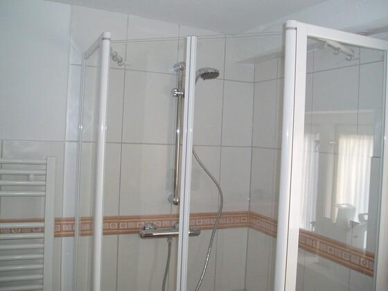 8 Dusche