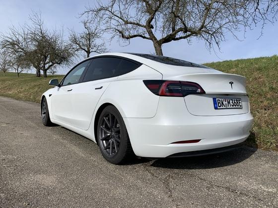 Tesla Model 3 LR AWD mit KW Gewindefahrwerk